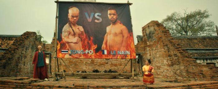 Podíváme se do divokého thajského letoviska na zápas liliputů v thaiboxu.