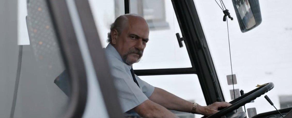Mario je opravdu nerudný řidič autobusu.