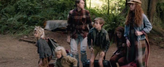 Otec a jeho šest lidí žijí hluboko v lese.